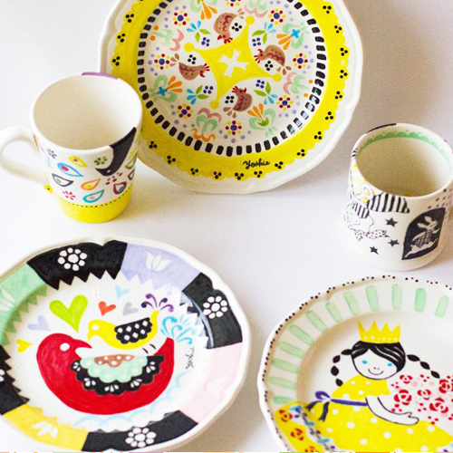 Hand painted potteries・手描きの陶器